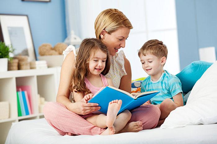 فواید خواندن کتاب داستان برای کودکان
