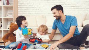 بازی کودکانه پسرانه در خانه