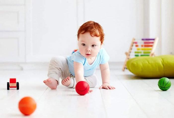 توپ بازی برای کودک یک ساله