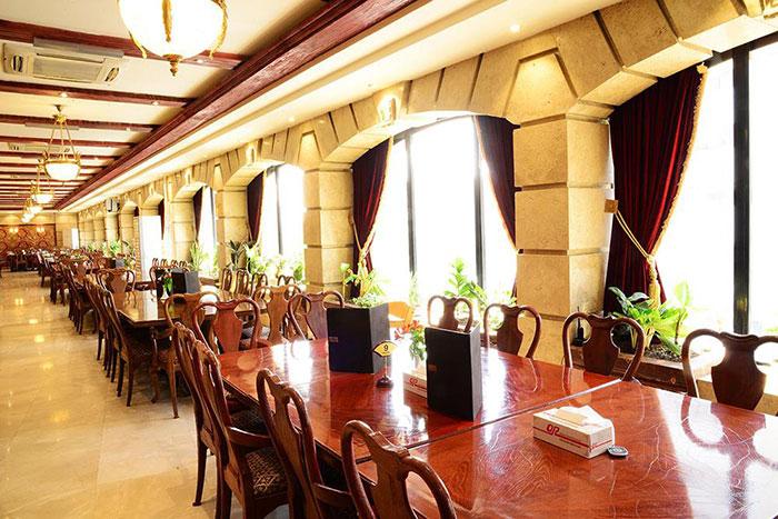 رستوران ارکیده با فضای بازی کودک