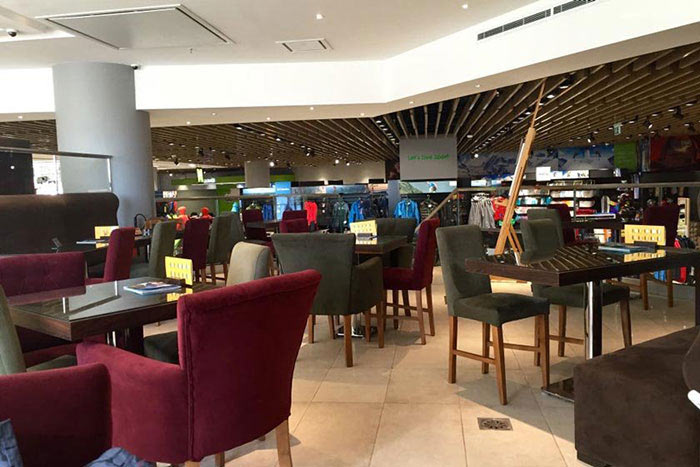 کافه رستوران با فضای بازی کودک ویونا پلاس