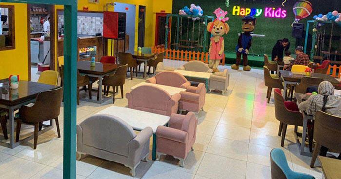 رستوران کودک شاد با فضای بازی کودک