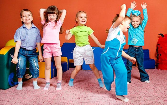 بازی های پر تحرک برای کودکان در منزل