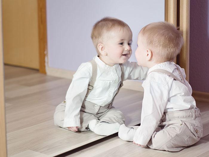 علت خودگویی کودک